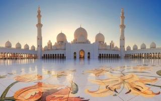 الصورة: 1.4 مليون مصل وزائر لجامع الشيخ زايد الكبير في رمضان