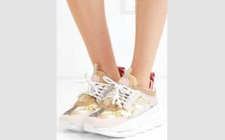 الصورة: الحذاء الرياضي يطل بنعل سميك هذا الصيف