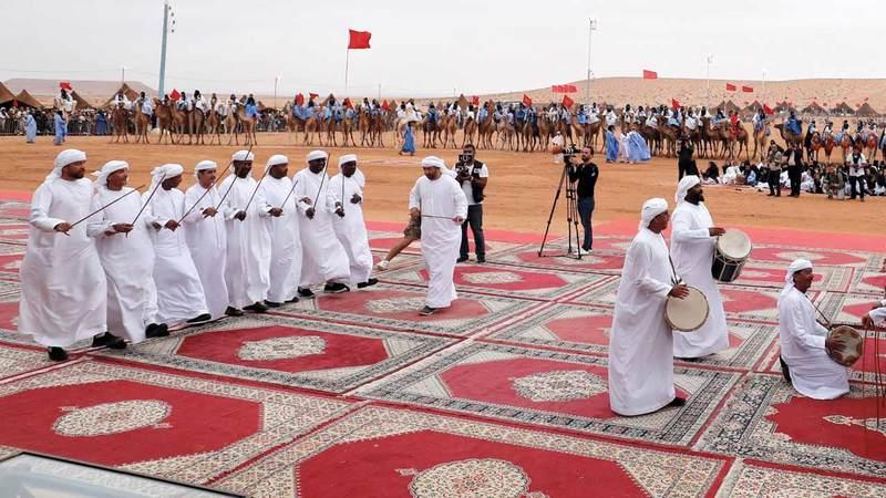فرقة أبوظبي للفنون الشعبية ضمن مشاركتها في دورة ماضية بالمهرجان. من المصدر