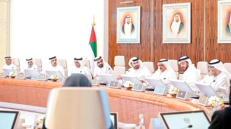 محمد بن راشد لدى ترؤسه اجتماع مجلس الوزراء. وام