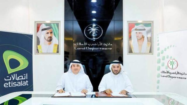 «أراضي دبي» تقدم خدمات «اتصالات» عبر «إيجاري» - الإمارات اليوم