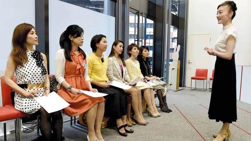 حملة إيشيكاوا تهدف إلى تسليط الضوء على معاناة الموظفات.  أ.ف.ب