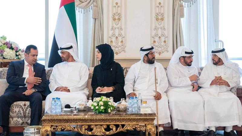 محمد بن زايد استعرض مع عبدالملك المبادرات الإنسانية والبرامج التنموية التي تنفذها دولة الإمارات من أجل استقرار اليمن.  وام
