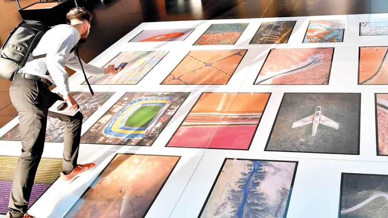 اختار استديو التصوير في منارة السعديات التصوير الجوي ليكون موضوع أول معارضه للعام الجاري.  تصوير: نجيب محمد