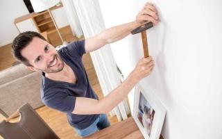 الصورة: تعليق الصور على الجدران..  فن يحتاج إلى ذوق رفيع