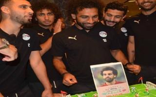 الصورة: بالفيديو والصور: شاهد احتفال المنتخب المصري بعيد ميلاد محمد صلاح