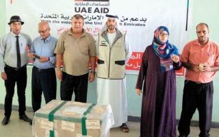 الصورة: الإمارات تقدم محاليل مخبرية لمواجهة «حمى الضنك» في عدن
