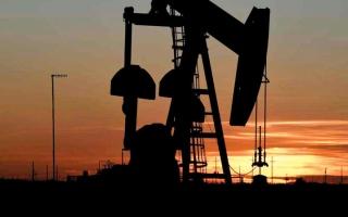 الصورة: 2 % ارتفاعاً في أسعار النفط وسط مؤشرات إلى تحسن الطلب الأميركي
