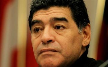 الصورة: هل يعاني مارادونا من الزهايمر؟ .. الأسطورة يرد