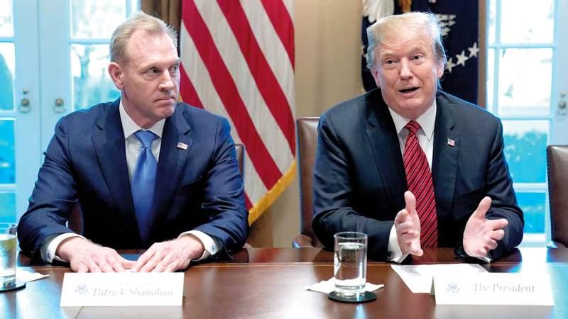 ترامب وشاناهان في اجتماع بالبيت الأبيض. رويترز