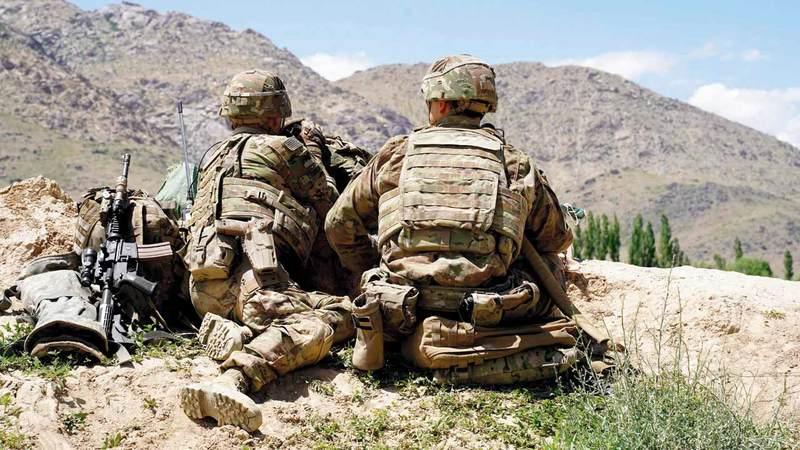 جنود أميركيون في حراسة نقطة تفتيش بمنطقة وارداك غرب كابول. أ.ف.ب
