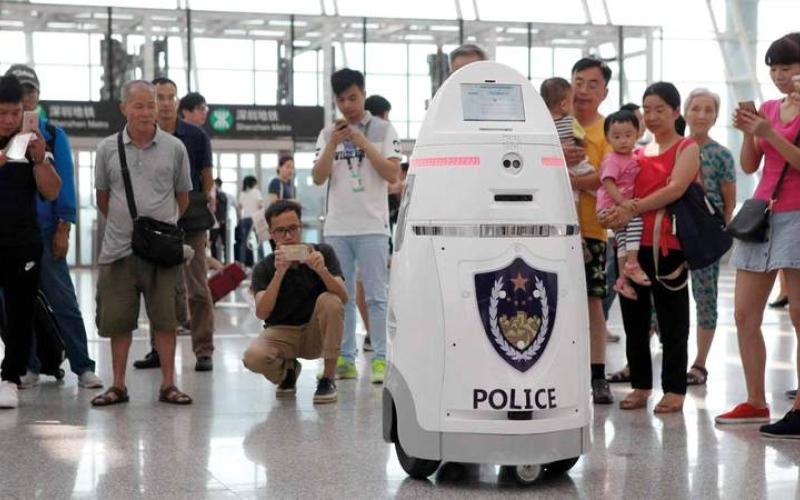 الصورة: استقبال محدود لروبوتات المطارات من المسافرين.. و19% يرونها «مفيدة»