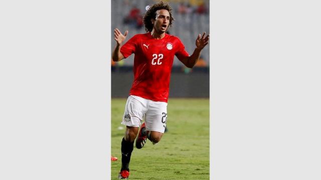 وردة يوقع على إقرار بعدم استخدام منصات التواصل الاجتماعي طوال كأس إفريقيا - الإمارات اليوم