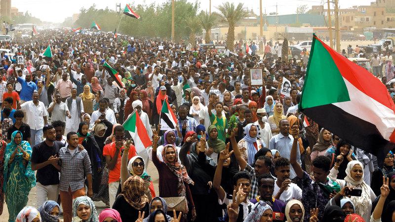 حشود من المتظاهرين في مليونية 30 يونيو بالخرطوم. رويترز