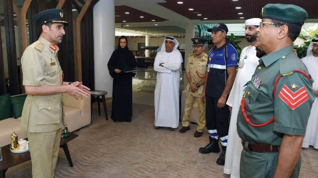 شرطة دبي تساعد أسرة عُمانية تعطلت مركبتها - محليات - حوادث وقضايا ...