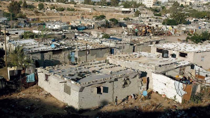 منازل المخيم تفتقر لمقومات الحياة والبنى التحتية. الإمارات اليوم