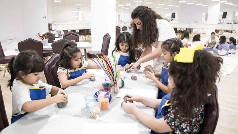 يستهدف المخيم الفئة العمرية للأطفال الذين تراوح أعمارهم بين ستة و12 عاماً بمشاركة وإشراف فنانة إماراتية. من المصدر