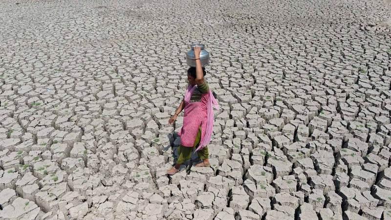 صهاريج المياه المصدر الرئيس للماء في كثير  من المناطق. أرشيفية