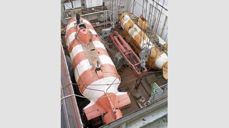 صورة أرشيفية لغواصة الإنقاذ الصغرى المسماة «بريز» على متن سفينة الإنقاذ رودنيتسكي.  تاس