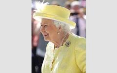 الصورة: الملكة إليزابيث مدمنة تسجيل ملاحظاتها اليومية في دفتر خاص