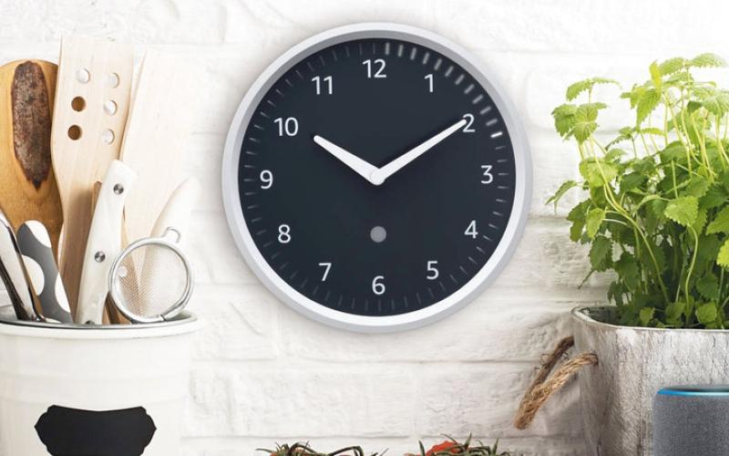 الصورة: «أمازون» تطلق ساعة حائط مزوّدة بالمساعد الرقمي