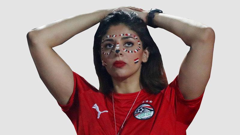 فتاة مصرية مصدومة بعد وداع كأس إفريقيا. رويترز
