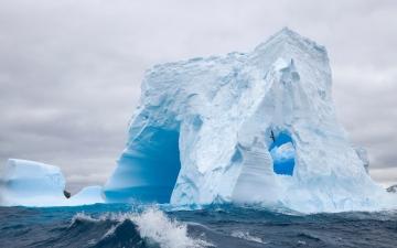 """الصورة: ذوبان القطب الجنوبي يعجل بـ """"يوم القيامة"""""""