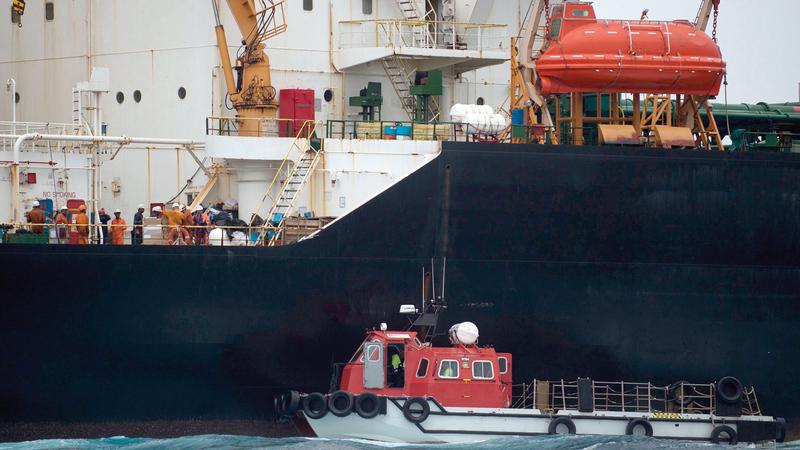 ناقلة النفط الإيرانية «غريس 1» المحتجزة في مياه جبل طارق.  أ.ف.ب