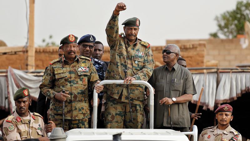 المجلس العسكري وعد بتسليم الحكم إلى إدارة مدنية.  أ.ب