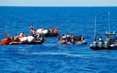الصورة: إنقاذ 71 مهاجراً قبالة السواحل التونسية
