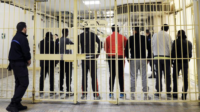أبرياء يقبعون خلف القضبان دون أمل في الخروج. غيتي