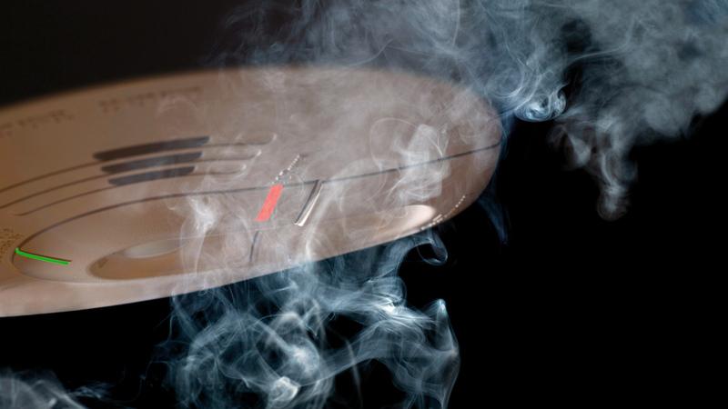 أجهزة «كاشف الدخان» في المنازل تحافظ على الأرواح والممتلكات. أرشيفية