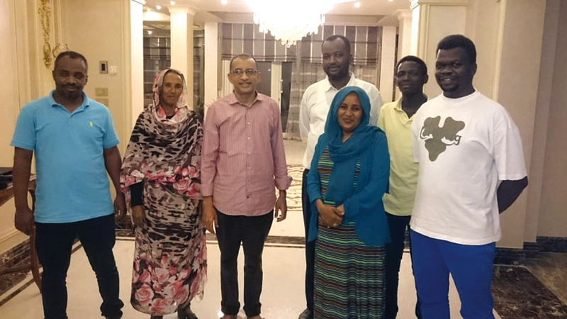 داوود مع عدد من قادة حزب «المؤتمر» السوداني.  أرشيفية