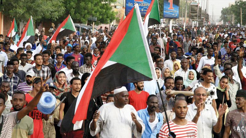 «الحرية والتغيير» كسبت الشارع.. وضغطت بالتظاهرات المليونية على المجلس العسكري.  غيتي