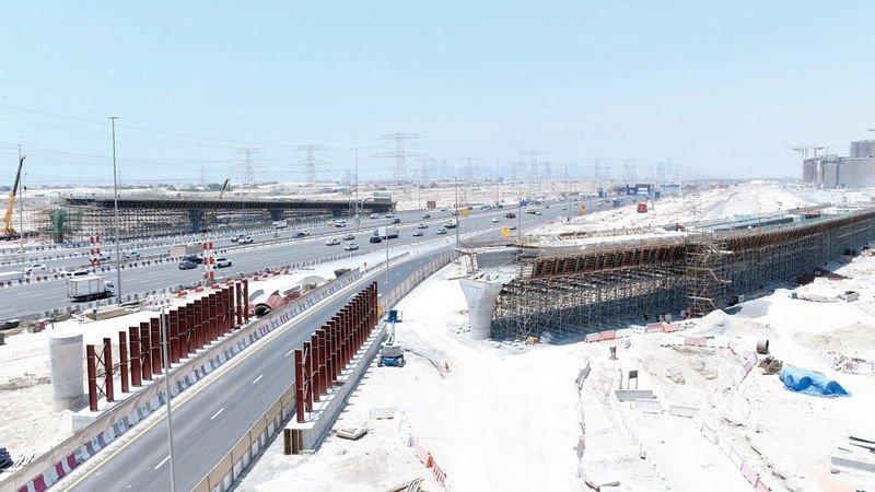 تسارع وتيرة العمل في تنفيذ الجسور المؤدية إلى «دبي هيلز مول». من المصدر