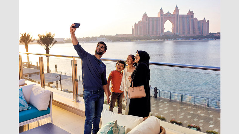 دبي مدينة متجدّدة وتقدّم للسيّاح على اختلاف جنسياتهم وأعمارهم تجارب فريدة تلبّي أذواقهم وتطلّعاتهم. من المصدر