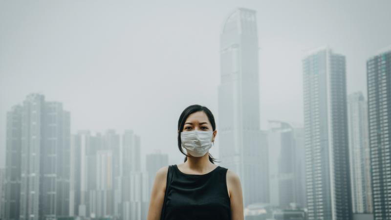 الهواء الملوث يضر ضرراً بليغاً بسكان المدن.  غيتي