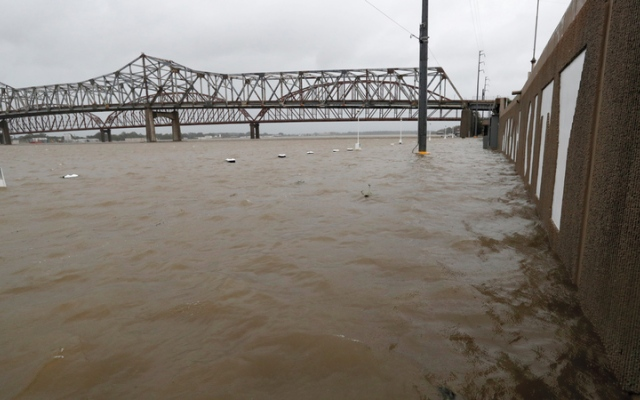 الصورة: العاصفة باري تعبر ولاية لويزيانا الأميركية ونيو أورلينز تتنفس الصعداء