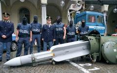 الصورة: إيطاليا تضبط 3 أشخاص بحوزتهم أسلحة حرب