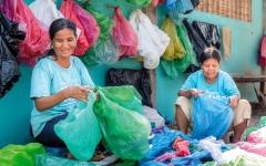 الصورة: كمبوديا تتعهد بإعادة النفايات البلاستيكية إلى بلد المصدر