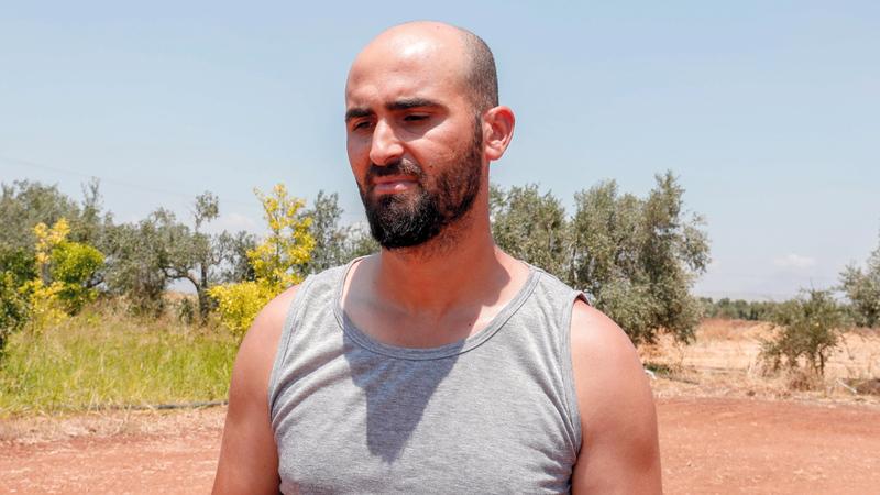 عمر (33 عاماً) كان يعيش في مخيم للاجئين في لبنان ولما تمكن من تدبير 1000 دولار قرر التوجه إلى قبرص.  أ.ف.ب
