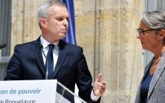 الصورة: وزير البيئة الفرنسي يقدم استقالته بسبب عشاء فاخر على ضوء الشموع