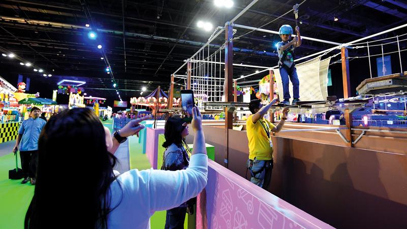 «عالم مدهش» يوفر تجربة فريدة من خلال الأنشطة والفعاليات والألعاب والعروض الترفيهية والمغامرات. تصوير: باتريك كاستيلو