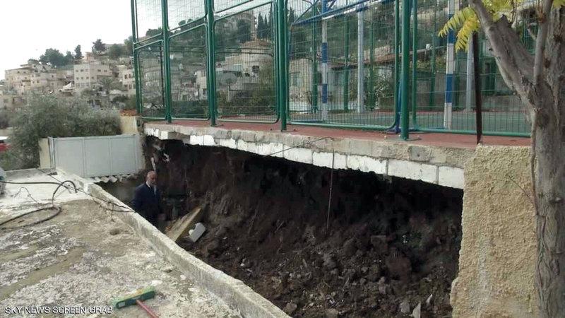 النفق الجديد يمر تحت ملعب وادي حلوة. من المصدر