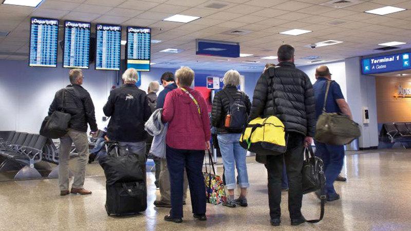 إبلاغ المسافرين بتأخر الرحلات يتم عبر البريد الإلكتروني والرسائل القصيرة. غيتي