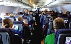 الصورة: للمسافرين.. أكثر 8 أماكن خطورة في الطائرات والفنادق جراء الجراثيم