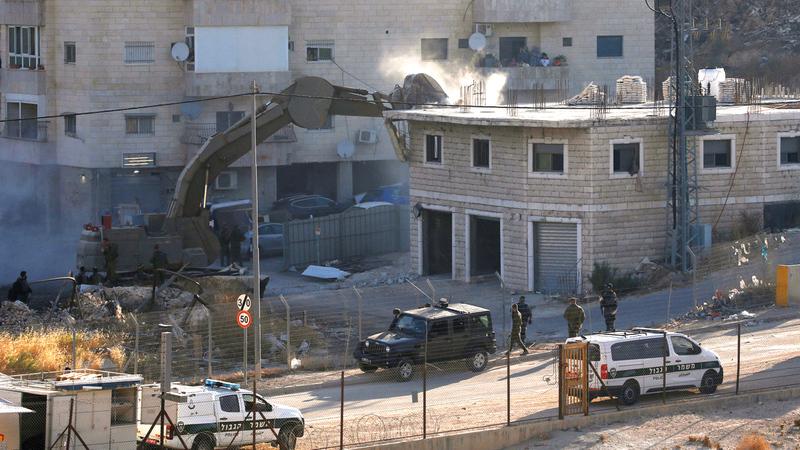 عملية الهدم شاركت فيها قوات أمنية إسرائيلية مختلفة. الإمارات اليوم