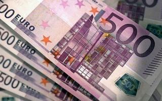 الصورة: اليورو ينزل لأقل مستوى في شهرين