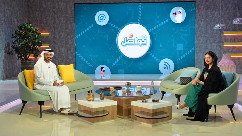 محمد الشحي وعلياء المناعي خلال برنامج «تواصل». من المصدر