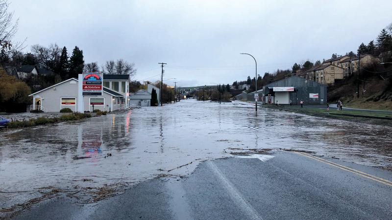 شوارع رئيسة في بعض البلدات أغلقتها المياه. أرشيفية